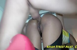 Modell nackt vor der Kamera und reife milf pornos zeigt frische Titten.